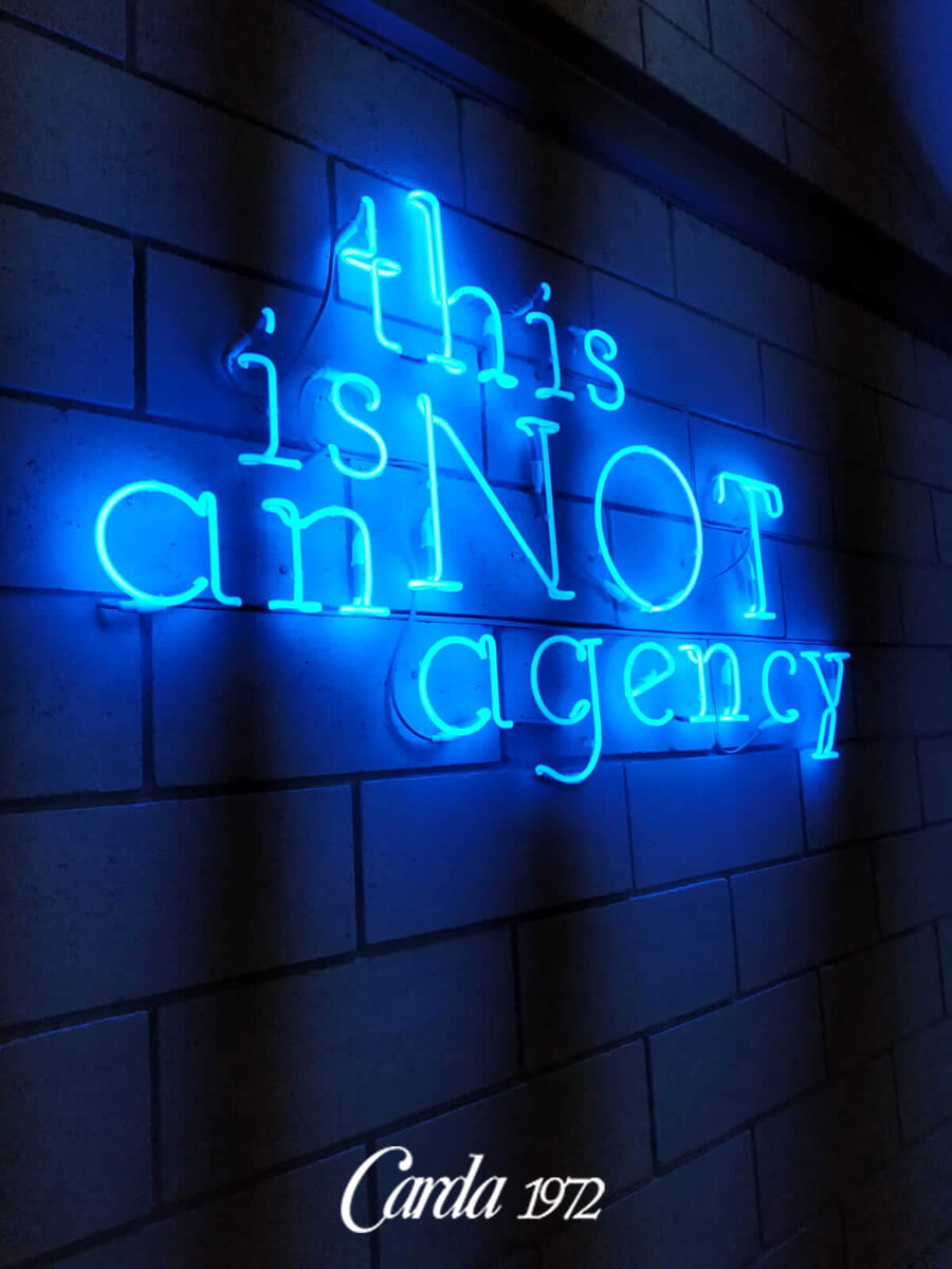 insegne-al-neon-this-is-not-agency